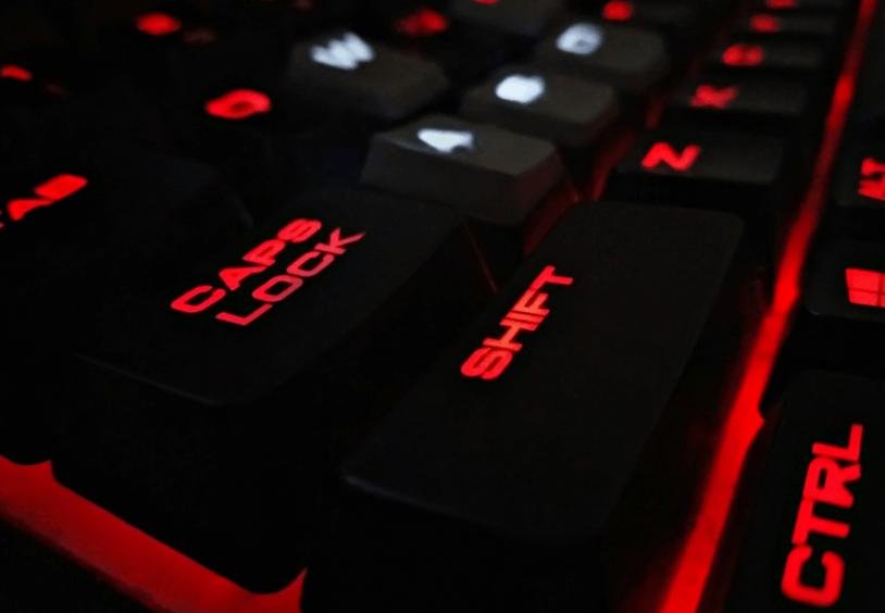 RGB belyst gaming tastatur